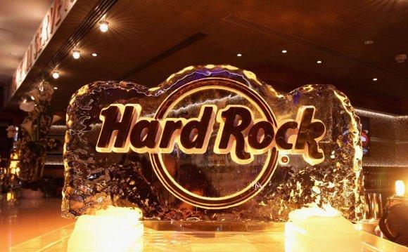 отелем компания Hard Rock